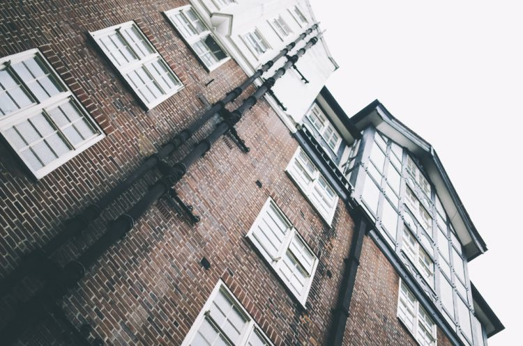 老朽マンションの建て替えを促すための『敷地売却制度』とは?!